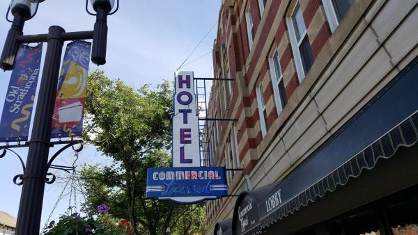 Hotel Pictures: Commercial Hotel, Edmonton