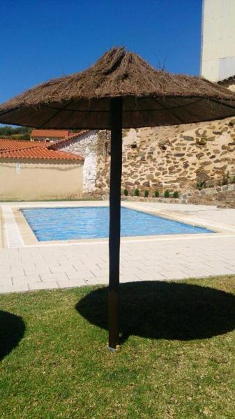 Hotel Pictures: Hostal Alba Taruta, Guadalupe