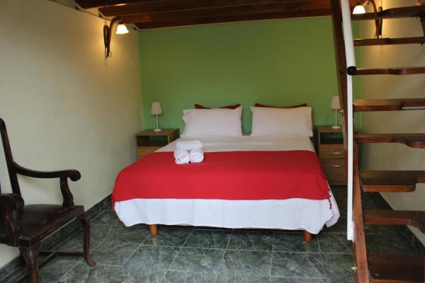 Hotel Pictures: Cabaña Escondida, Banfield