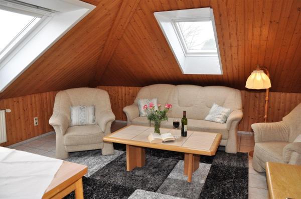 Hotelbilleder: Ferienbauernhof-Lafrenz-Ferienwohnung-Sonnenblume, Klausdorf