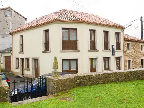 Hotel Pictures: Pension Rustica** Casa Do relojero, A Coruña