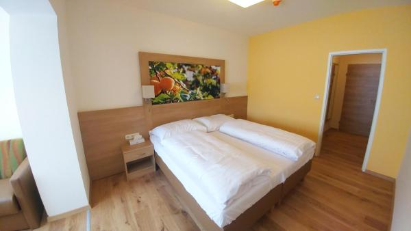 Foto Hotel: Weinhotel Rieder, Poysdorf