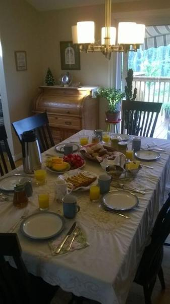 Hotel Pictures: Zelney Lake Bed and Breakfast, Barrys Bay