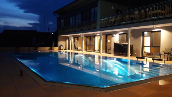 Hotel Pictures: Gasthof Hotel Schmied, Arnfels