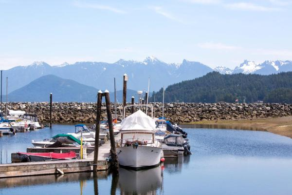 Hotel Pictures: Gibsons Harbour Retreat, Gibsons