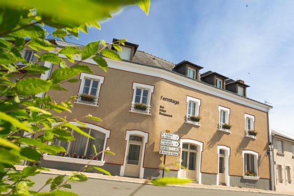 Hotel Pictures: L'Ermitage Hotel & Restaurant, Saulges