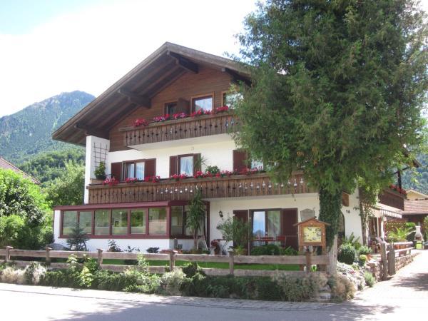 Hotel Pictures: Gästehaus Pöppl, Unterwössen