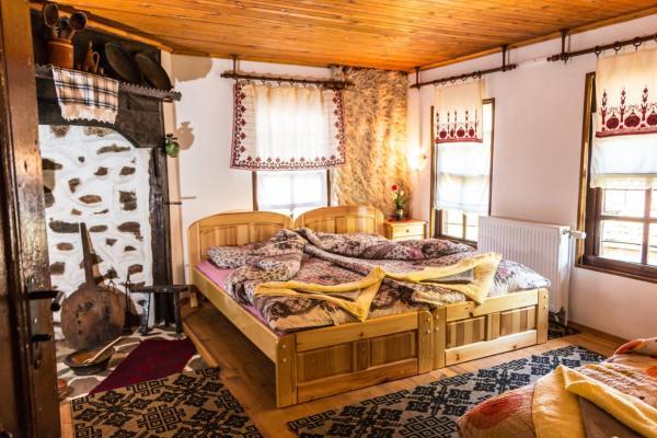 Hotel Pictures: Maystor Nikola Gogov Guesthouse, Brŭshlyan