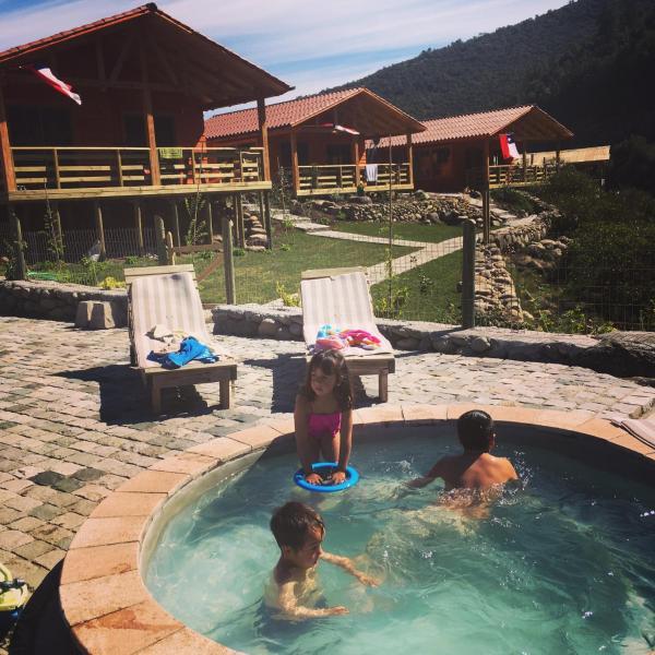 Hotel Pictures: Los Quenes River Lodge, Los Queñes