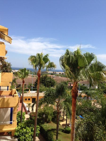 Hotel Pictures: Los Almendros 2 - blq 6, San Pedro de Alcántara