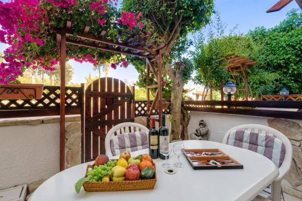 Hotel Pictures: Townhouse 406897, Paphos City