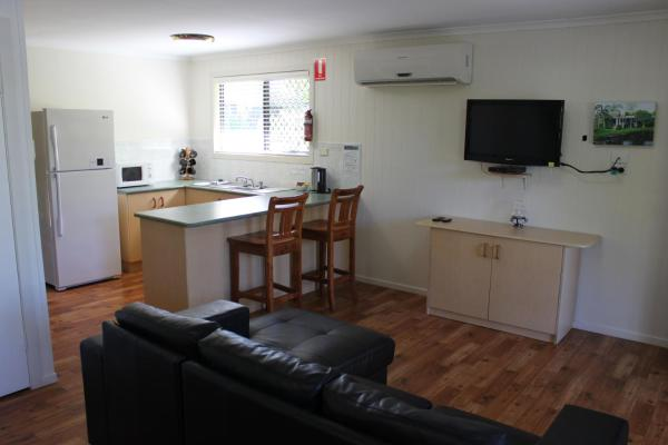Hotel Pictures: Sanctuary Lakes Fauna Retreat, Hervey Bay