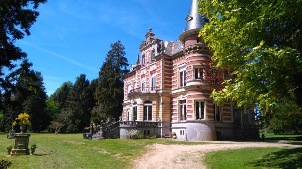 Hotel Pictures: Château De Colagnie-Des-Bois, Saint-Arnoult