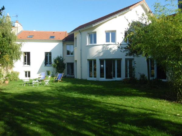Hotel Pictures: Chambre d'hôtes Villa du Hameau de la Reine, Le Chesnay