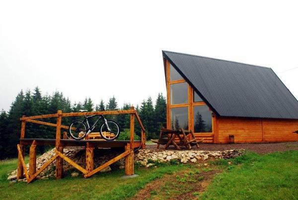 酒店图片: Planinski kamp Jazavčije Rupe, Han Pijesak