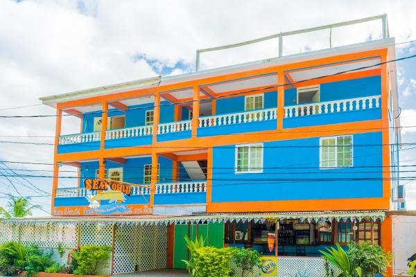 Hotel Pictures: Seaworld Guest House, Roseau