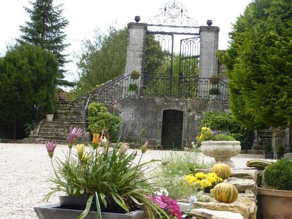 Hotel Pictures: Château de la Hussardière, Dampierre-sur-Salon