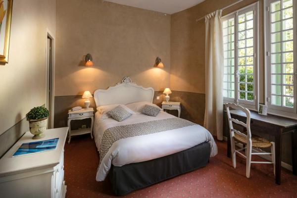 Hotel Pictures: Hôtel L'Hermitage, Pernes-les-Fontaines