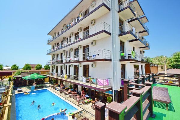 Hotel Pictures: Omega Hotel, Vityazevo