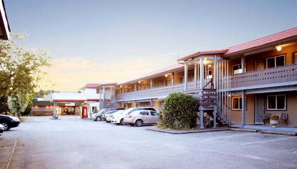 Hotel Pictures: Cozy Court Motel, Sechelt