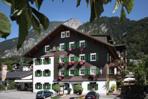 ホテル写真: Relax- und Vitalhotel Adler, ザンクト・アントン・イム・モンタフォン