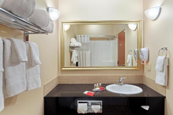 Hotel Pictures: Ramada Lac La Biche, Lac La Biche
