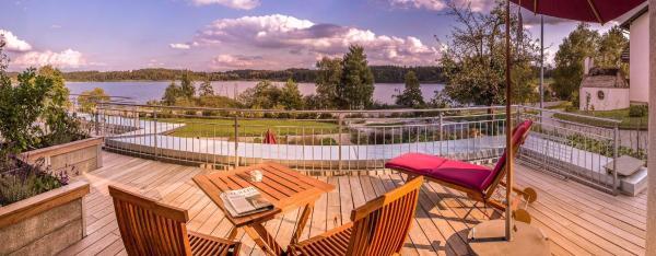 Hotelbilleder: Lebensart-am-See-elegante-Ferienwohnung-See-Lodge-direkt-am-See, Bad Endorf