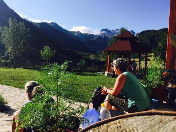 Hotellikuvia: Guesthouse Alpini, Lëpushë