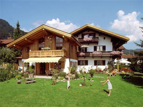 Hotel Pictures: Gästehaus Annemarie, Reit im Winkl