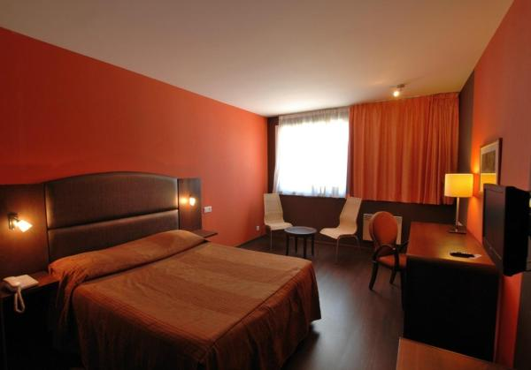 Single or Double Room with Bath