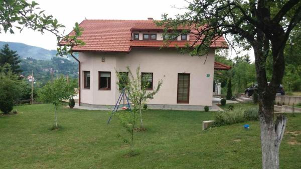 Hotellikuvia: Vacation Home Spaho, Gornji Hotonj