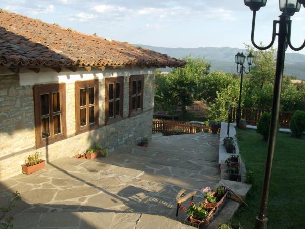 Foto Hotel: Guest House Zarkova Kushta, Zheravna