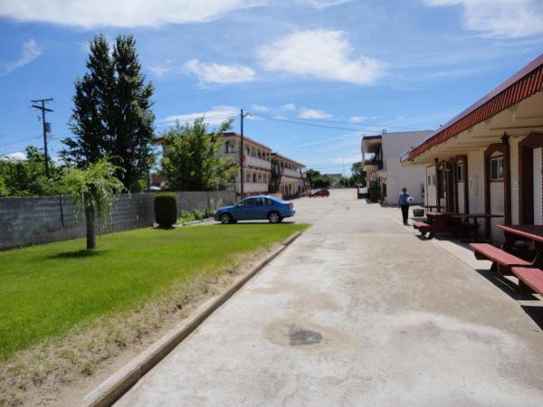 Hotel Pictures: Spanish Fiesta Resort, Osoyoos