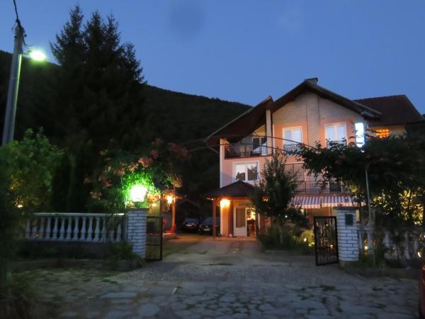Foto Hotel: Villa Artemida, Kulen Vakuf