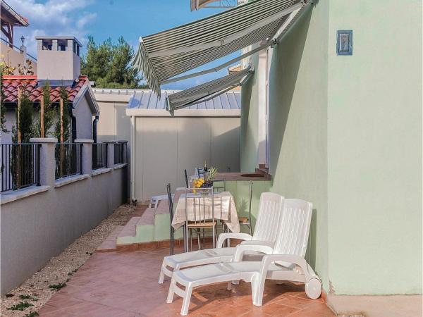 Hotel Pictures: Apartment Biograd 163, Biograd na Moru