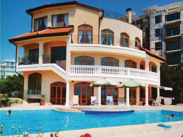 Foto Hotel: Four-Bedroom Holiday Home in Alen Mac, St. St. Constantine and Helena