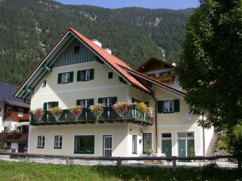 Foto Hotel: Ferienhaus Feuerer, Obertraun