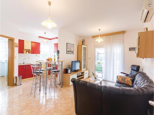Hotelbilder: Two-Bedroom Apartment in Liznjan, Ližnjan