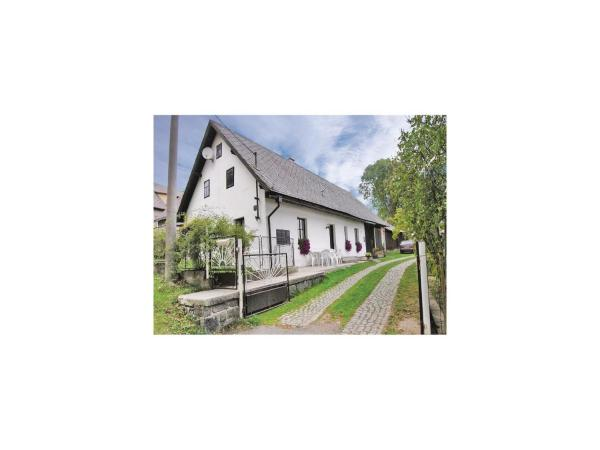 Hotel Pictures: Two-Bedroom Holiday Home in Kolinec, Kolinec
