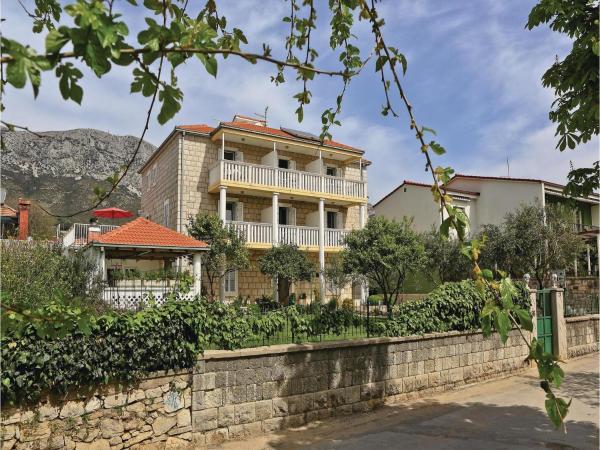 Hotelbilleder: Two-Bedroom Apartment in Kastel Gomilica, Kaštela