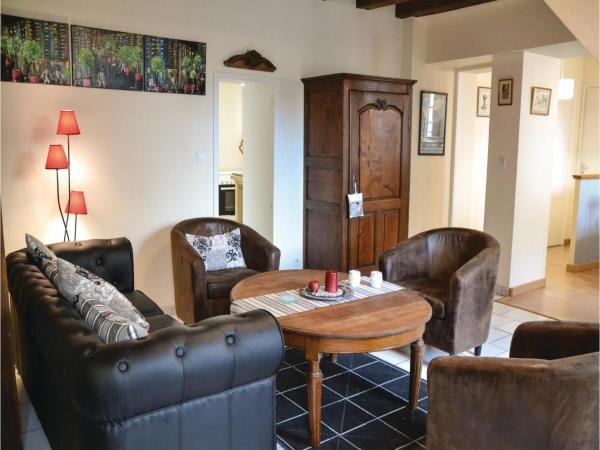 Hotel Pictures: Studio Holiday Home in Loches, Loches