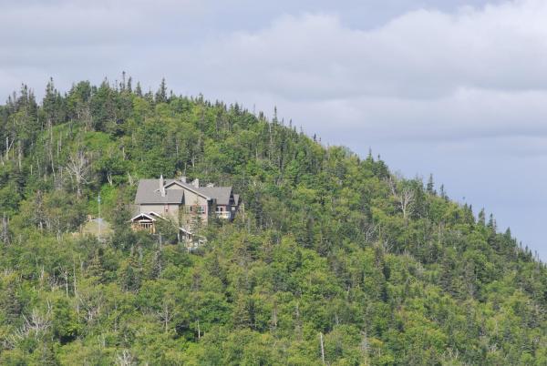Hotel Pictures: Auberge de Montagne des Chic-Chocs Mountain Lodge All Inclusive, Cap-Chat