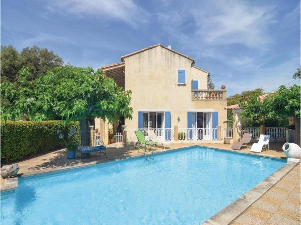 Hotel Pictures: Three-Bedroom Holiday Home in Collias, Collias