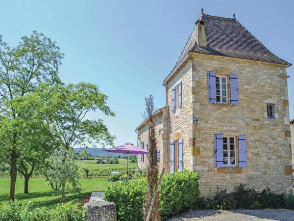 Hotel Pictures: Holiday home Puy L´Eveque 12 with Outdoor Swimmingpool, Puy-l'Évêque