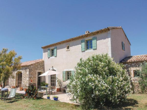 Hotel Pictures: Five-Bedroom Holiday Home in Boulbon, Boulbon