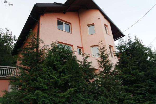 Hotellikuvia: Holiday home Villa Dovbenko, Vogošća