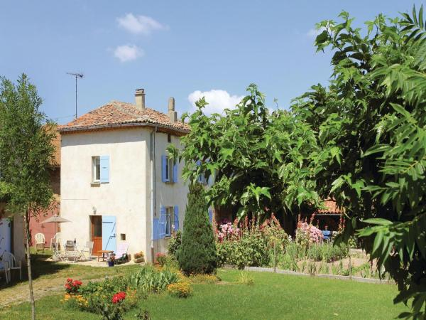 Hotel Pictures: Studio Holiday Home in Alboussiere, Alboussière