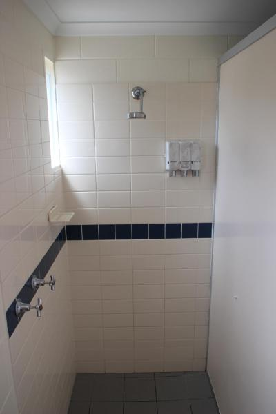 Budget Twin with Shared Bathroom - Unserviced