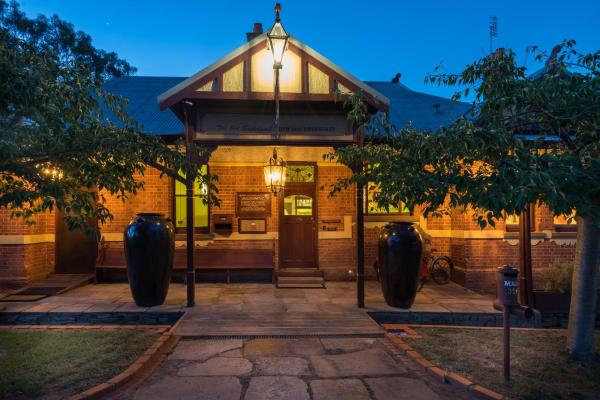 Foto Hotel: Rent your own Historic Hotel for Holidays & Events, Maldon