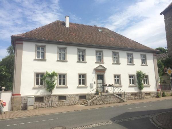 Hotel Pictures: Ferienwohnungen im SCHUL & RATHHAUS Obervolkach, Volkach